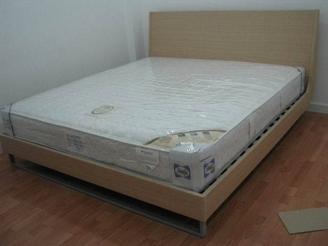 plastic-cover-bed-01